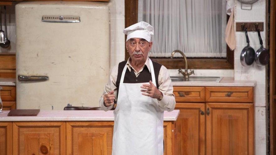 Usta oyuncu Şener Şen 40 sene sonra 'Zengin Mutfağı' ile sahnede