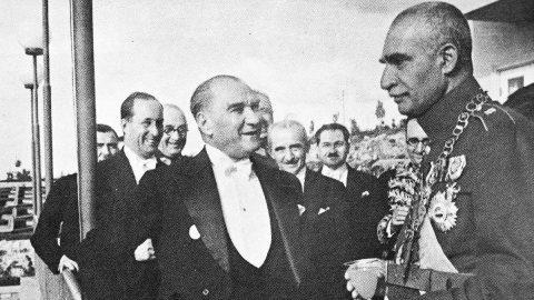 En anlamlı 10 Kasım mesajları ve şiirleri: Hiçbir yerde olmayan Atatürk fotoğrafları ve Atatürk'ün özlü sözleri!