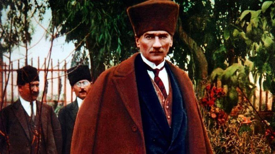 Ünlülerden Atatürk paylaşımları! 'Yolun yolumdur... Ömrüm senindir'