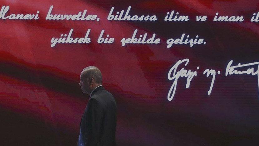 AKP'li belediye, 10 Kasım anmasında Atatürk yerine Erdoğan'ın fotoğrafını kullandı