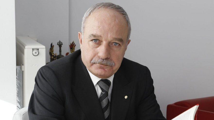 Emekli albay Sarızeybek'ten Bülent Arınç ile ilgili çarpıcı açıklamalar