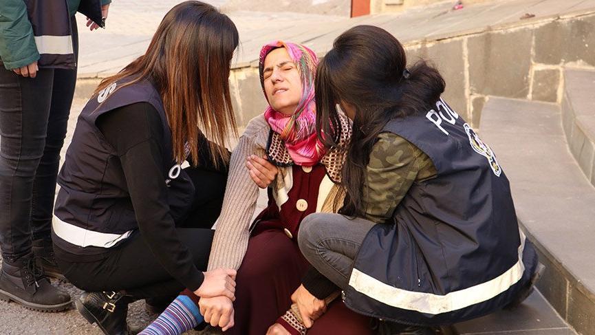 Oturma eylemi yapan aile yakınlarının ölüm haberiyle sinir krizi geçirdi