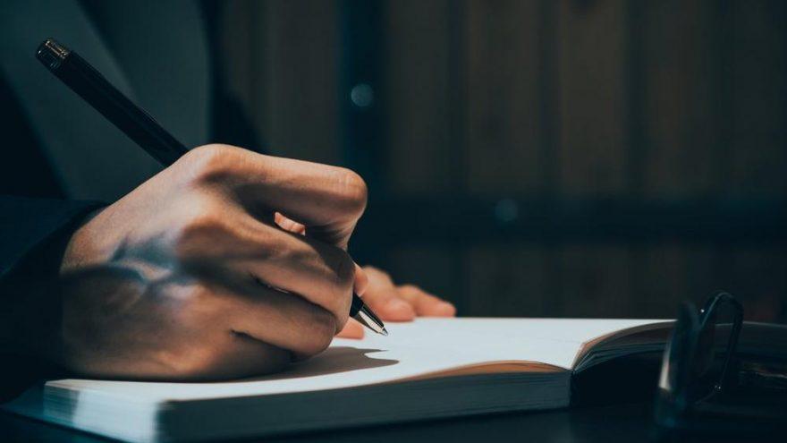 Öz güven nasıl yazılır? TDK'ya göre 'özgüven' bitişik mi, ayrı mı yazılır?