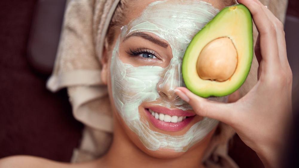 Avokadonun yüze faydaları nelerdir? Avokadolu cilt maskesi tarifi…