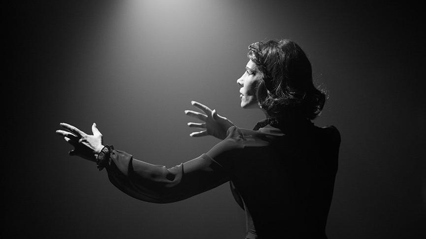 Gülriz Sururi'nin rol aldığı Kaldırım Serçesi yıllar sonra sanat severlerle buluşacak