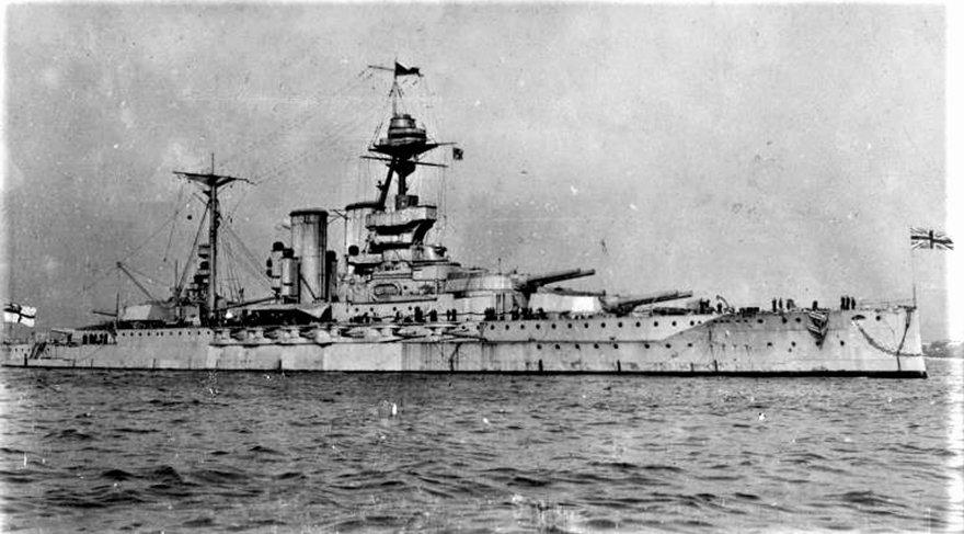 Padişah Vahdettin 17 Kasım 1922'de İngilizlerin HMS Malaya Zırhlısı ile İstanbul'dan Malta'ya kaçtı. ile ilgili görsel sonucu