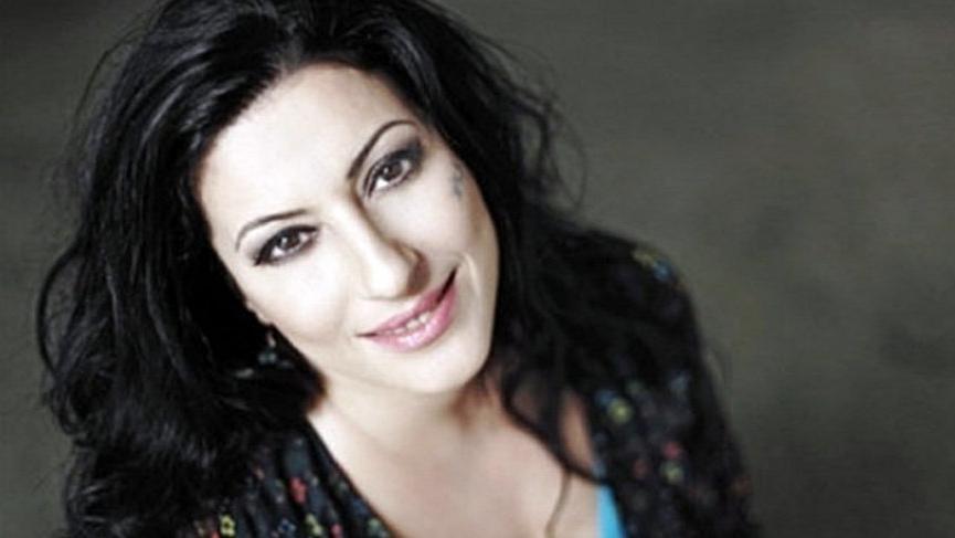 Şarkıcı Gülay, apar topar hastaneye kaldırıldı