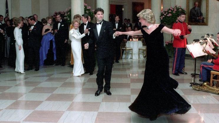 Lady Diana'nın ikonik elbisesi üçüncü kez satışa çıkıyor
