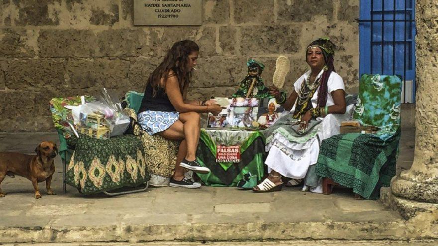 Uzaktaki Yalnız Küba Sergisi açıldı