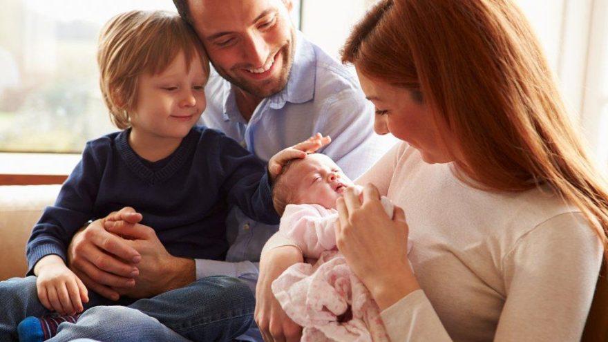 Kardeş istemeyen çocuğa nasıl yaklaşılmalı? Yeni kardeşi olan çocuğa nasıl davranmalı?