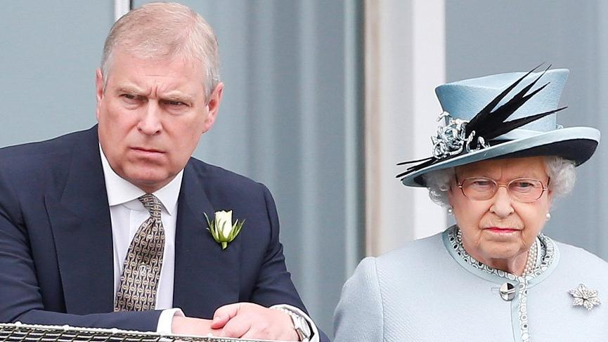 Prens Andrew kraliyet görevlerini bıraktı