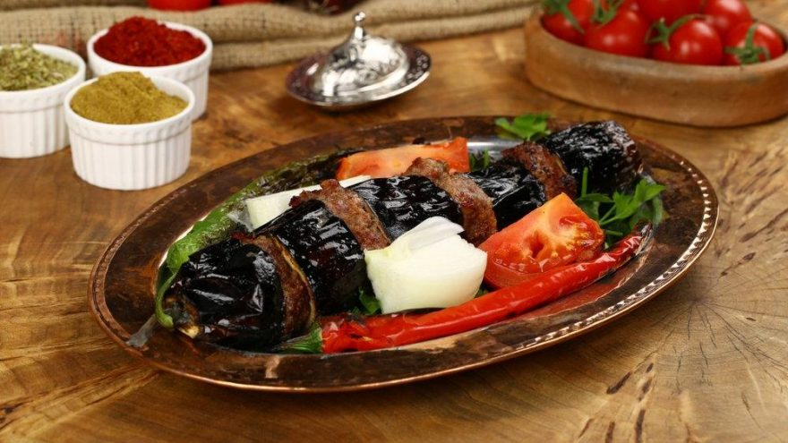 Fırında patlıcan kebabı… Köfteli patlıcan kebabı yapımı