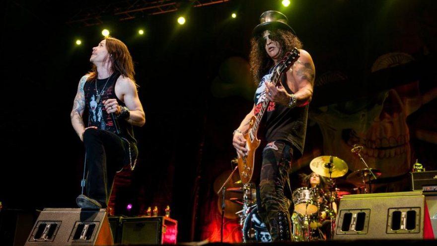 Guns N' Roses üç yıllık turneden servet kazandı