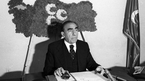 Alpaslan Türkeş kimdir? İşte Alpaslan Türkeş'in hayatı...