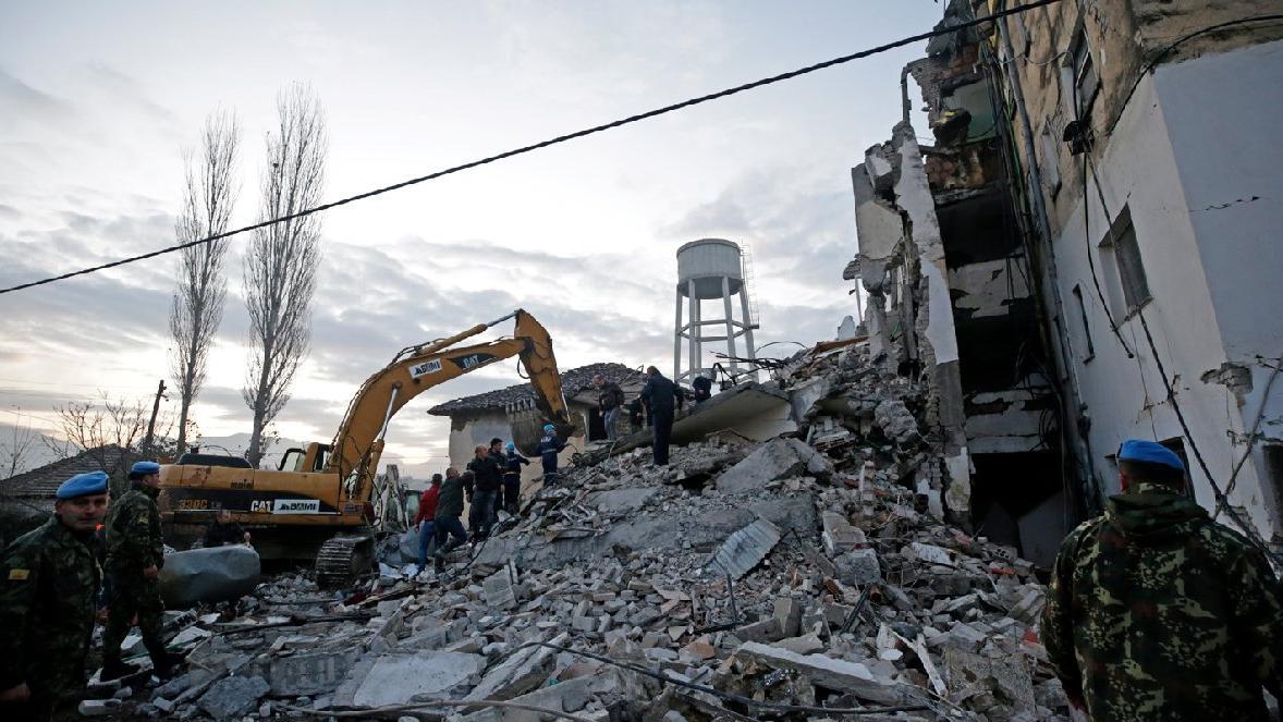 Balkanlar'da şiddetli deprem! Türklerin kaldığı otel çöktü