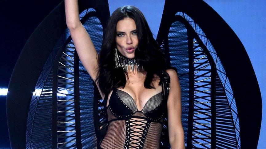 Adriana Lima sosyal medyadaki ilginç videosuyla dikkat çekti