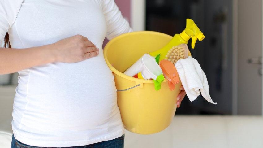 Gebelikte temizlik yapmak zararlı mı? Hangi malzemelerden uzak durulmalı? İşte doğal temizleyici tarifleri…