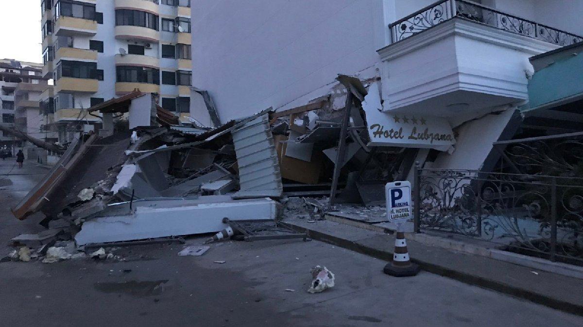 Depremde Türklerin kaldığı otel çöktü