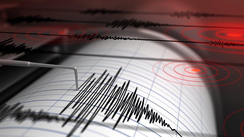 Ege'de şiddetli deprem, İzmir'de de hissedildi