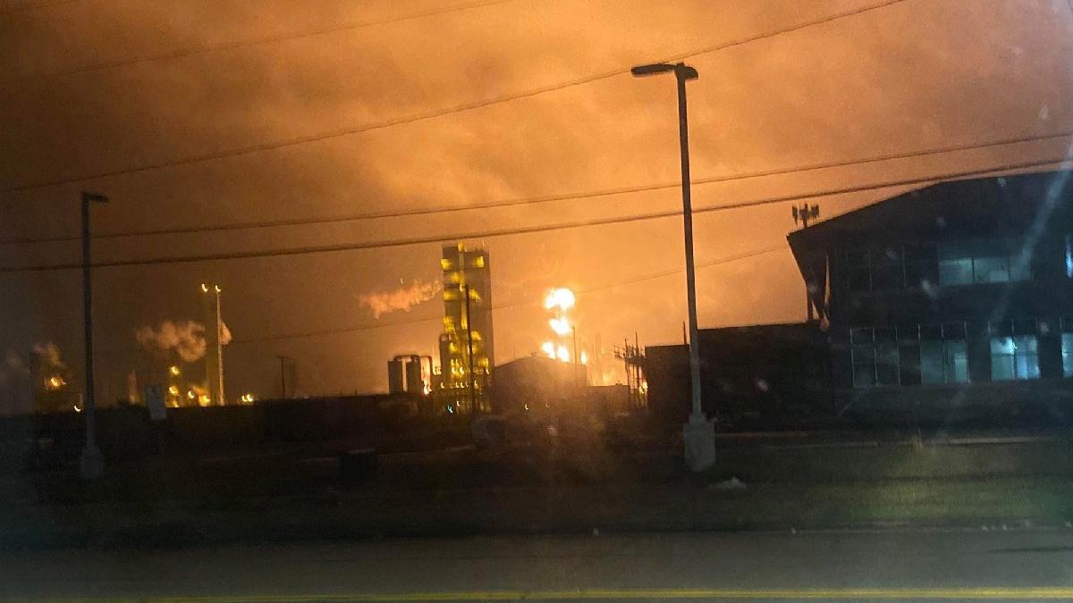 Petrokimya tesisindeki patlama eyaleti sarstı