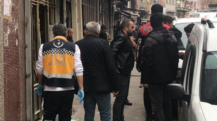 Beyoğlu'nda internet kafeye silahlı saldırı: Yaralılar var