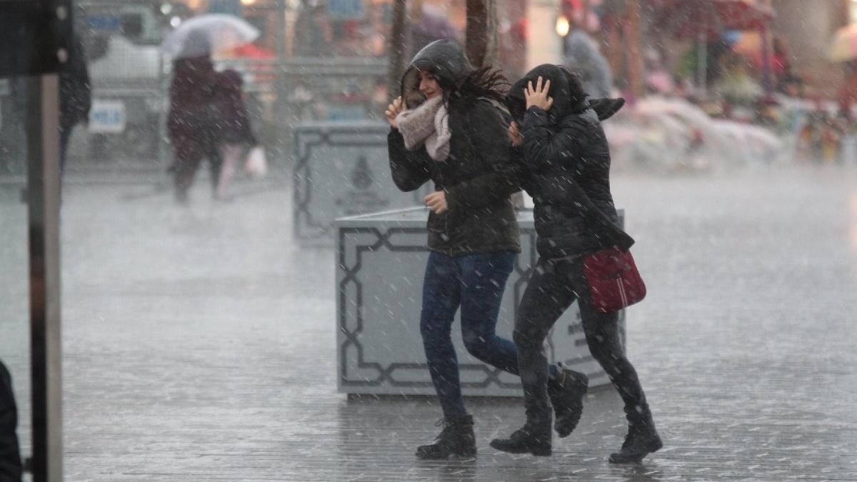 Meteoroloji'den İstanbul'a ve bazı illere kuvvetli yağış ile fırtına uyarısı!