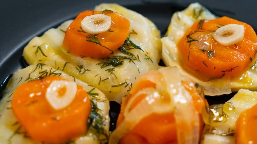 Portakallı zeytinyağlı kereviz nasıl yapılır? Zeytinyağlı kereviz tarifi…