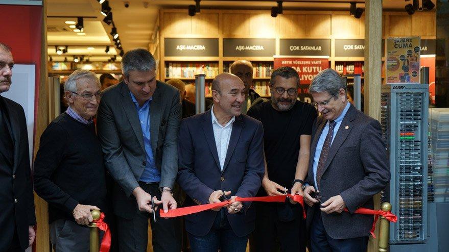 Soner Yalçın'ın Kara Kutu'suna İzmir'de büyük ilgi!