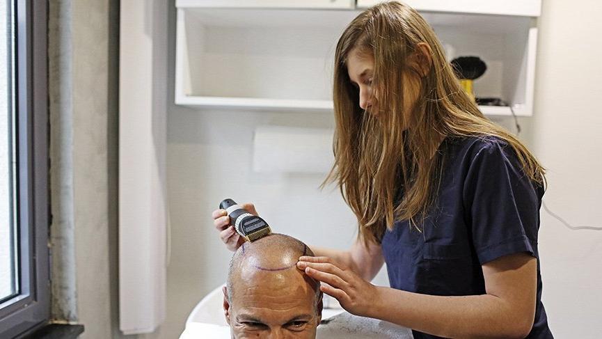 Saçları yeniden çıkartan kök hücre tedavisi