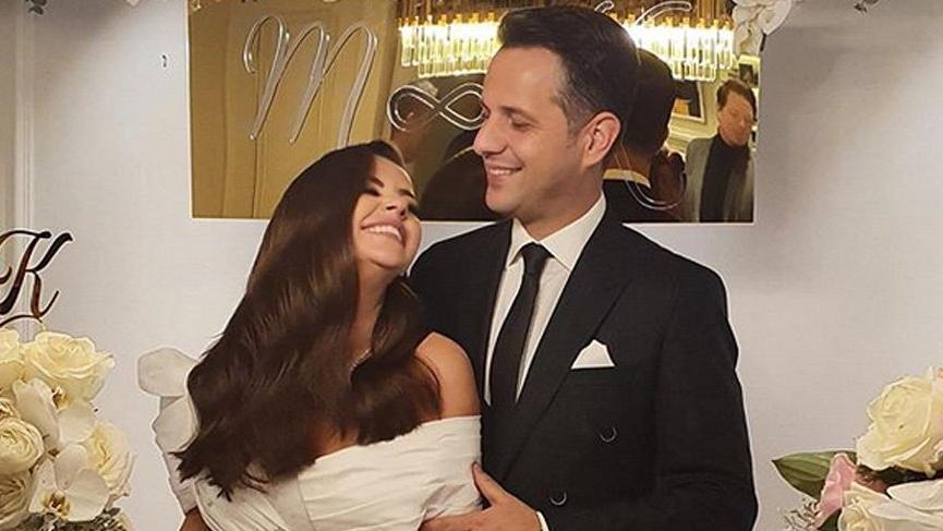 Şarkıcı Merve Özbey nişanlandı