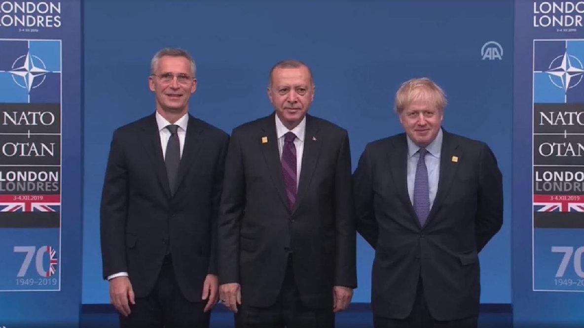 Son dakika... NATO Liderler Zirvesi'nde ilginç görüntü: Erdoğan'ı son anda durdurdular