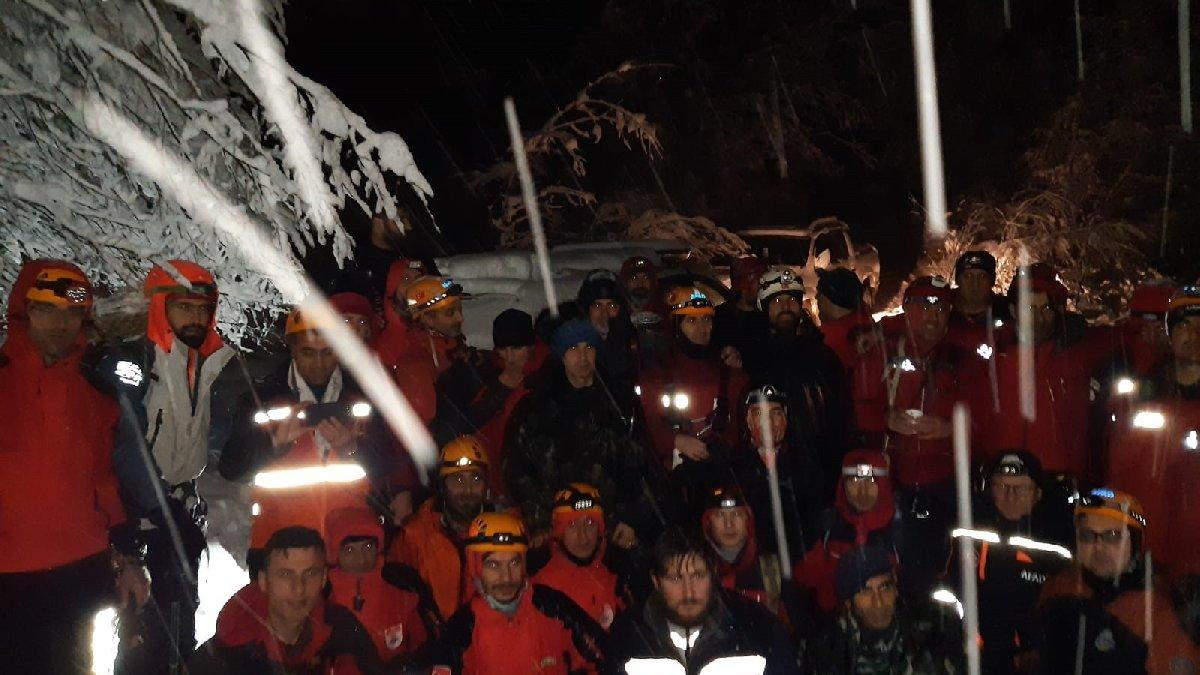 Uludağ'da geceyi arazide geçiren AKUT üyeleri o anları anlattı