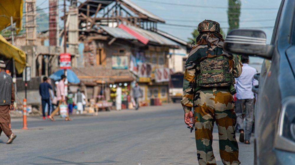 Hindistan'da ülkeyi ikiye bölen olay... Tecavüz zanlıları olay yeri tatbikatında vuruldu