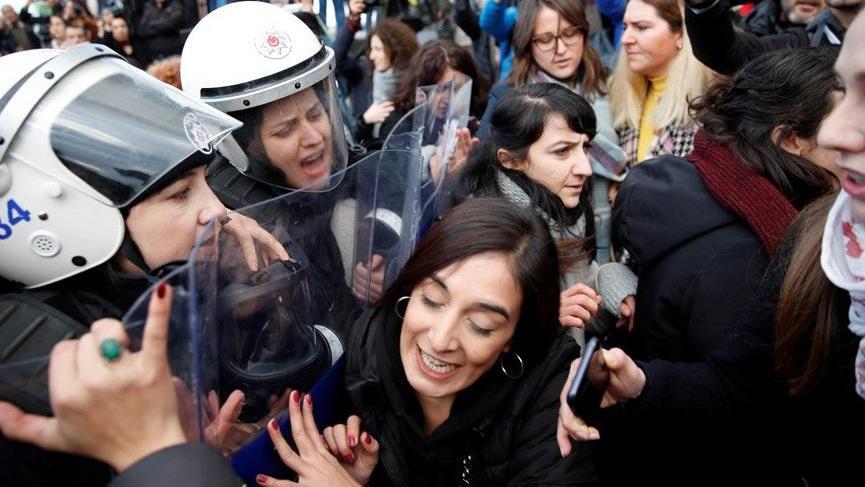 Kadıköy'de gözaltına alınan kadınlar serbest bırakıldı