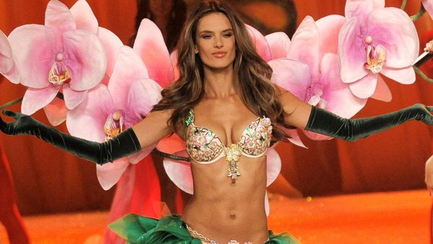 Alessandra Ambrosio Victoria's Secret şovunu özleyeceğini açıkladı