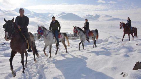 Erzurum'da atlı hafızlar, 487'nci 'Binbir Hatim' geleneğini başlattı