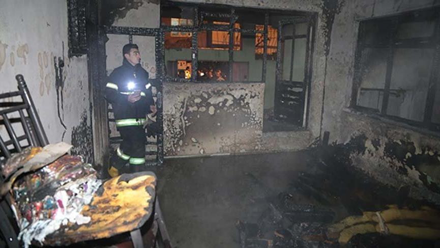 Kahramanmaraş'ta yangın çıkan evde mahsur kalan 3'ü çocuk, ikisi hamile 7 kişi kurtarıldı