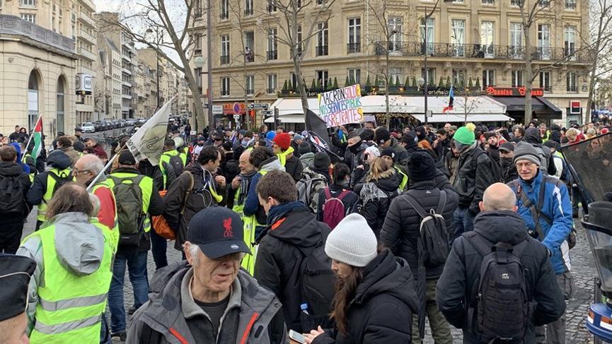 Fransa'da sarı yelekliler yeniden sokağa çıktı!