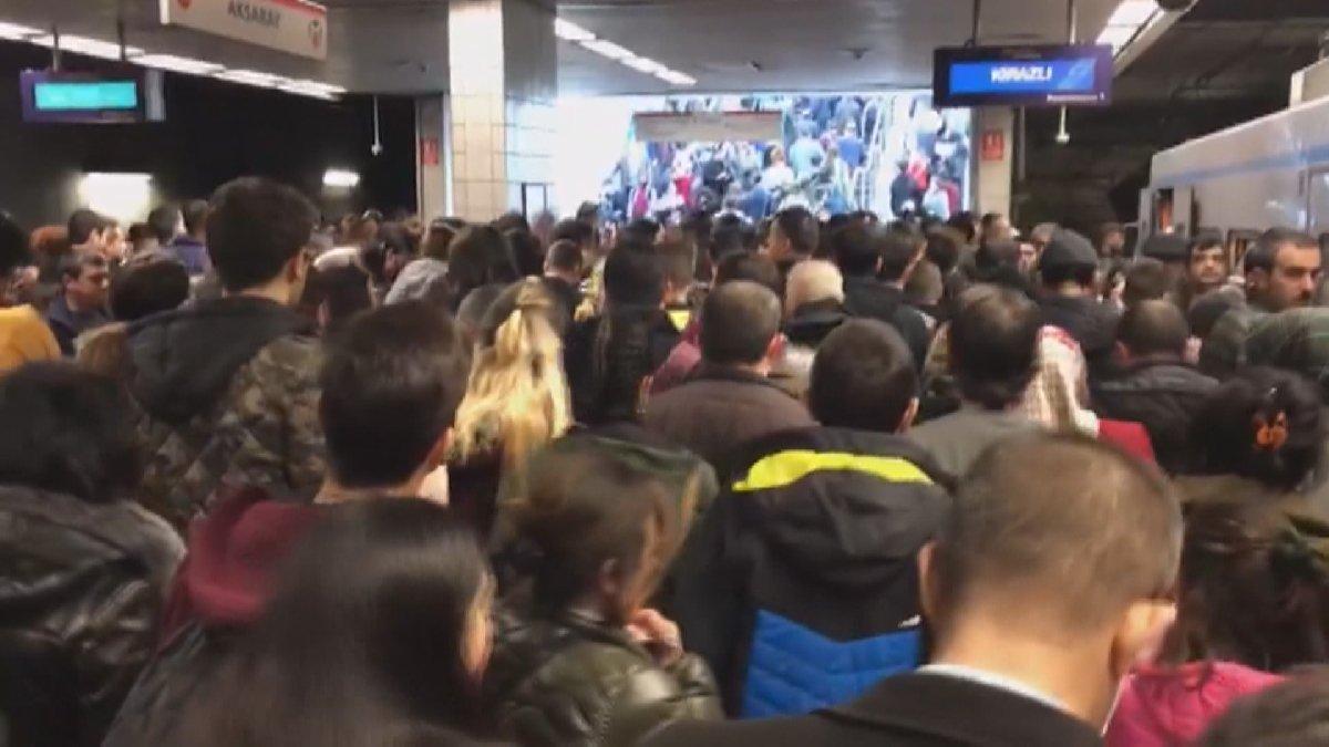İstanbul'da metro raydan çıktı: Duraklarda izdiham oluştu