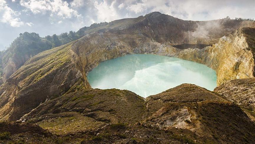 Kelimutu Yanardağı'nın muhteşem krater gölleri