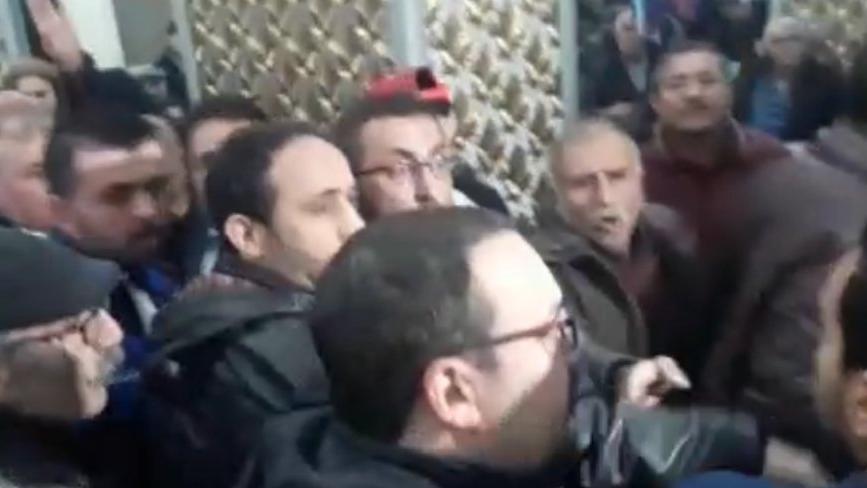 CHP Elazığ kongresinde arbede çıktı