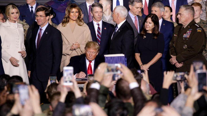 Son dakika… ABD Başkanı Trump Türkiye karşıtı maddelerin yer aldığı torba tasarıya imzayı koydu
