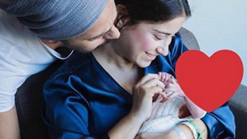 Hazal Kaya ve Ali Atay çiftinden oğlu Fikret Ali ile ilk poz