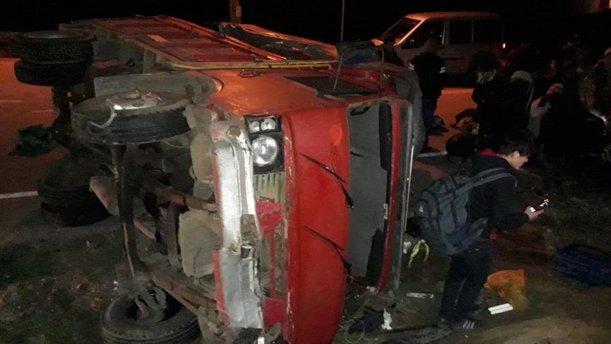 Çanakkale'de kamyon kaza yaptı: 32 yaralı