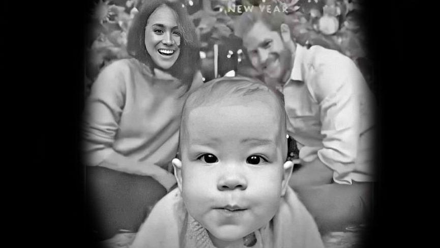 Meghan Markle'ın Noel kartında photoshop yaptığı iddia edildi