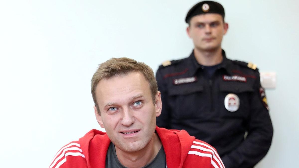 Rus muhalif aktivistin ofisine polis baskını!