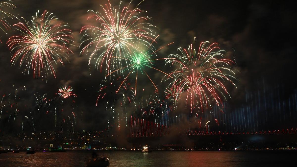 İstanbul'da 2020 yılbaşı kutlaması olacak mı? İBB'den yeni yıl açıklaması...