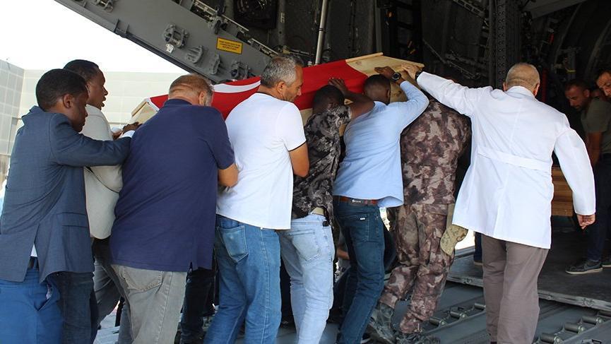 Somali'deki patlamada hayatını kaybeden 2 Türk'ün cenazesi Türkiye'ye getirildi!