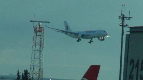 Yeni havalimanına uçak inemiyor! Fırtına güçlendi...