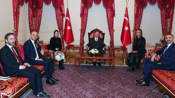 Demet Akalın 'Cumhurbaşkanı'mıza Okan'ı tavla oynuyor diye şikayet ettim'